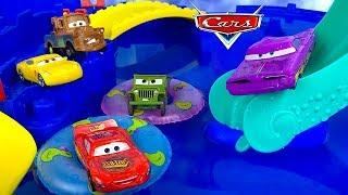 LIGHTNING MCQUEEN & FRIENDS RACE TO FLO'S CAFÉ AND GO TO THE WATERPARK